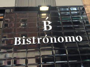 Letras corpóreas para exterior en PVC de 20 mm en restaurante Bitronomo