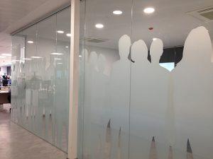 Decoración en oficinas con vinilo al ácido