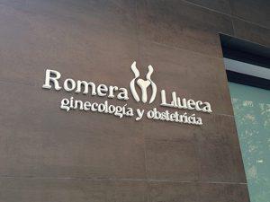 Logotipo, letras corporeas metacrilato Ginecologia