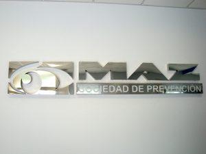 Rótulo logotipo corpóreo inox brillo pulido