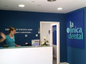 Letras corpóreas Clinica dental