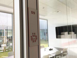 Señal orientativa oficinas metacrilato
