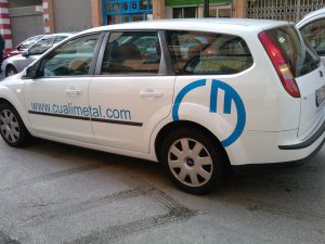 Rotulación de vehiculo de empresa con logotipo de vinilo de corte Corpóreas Aragon