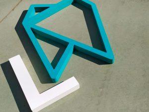 Rotulación corpórea logotipo PVC de alta densidad