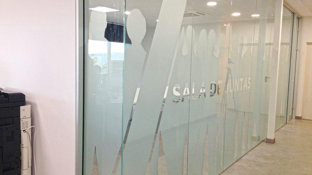 Rotulación de oficinas mediante vinilo de corte efecto ácido