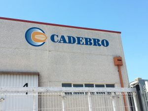 Rótulo de aluminio Nuevas instalaciones CADEBRO